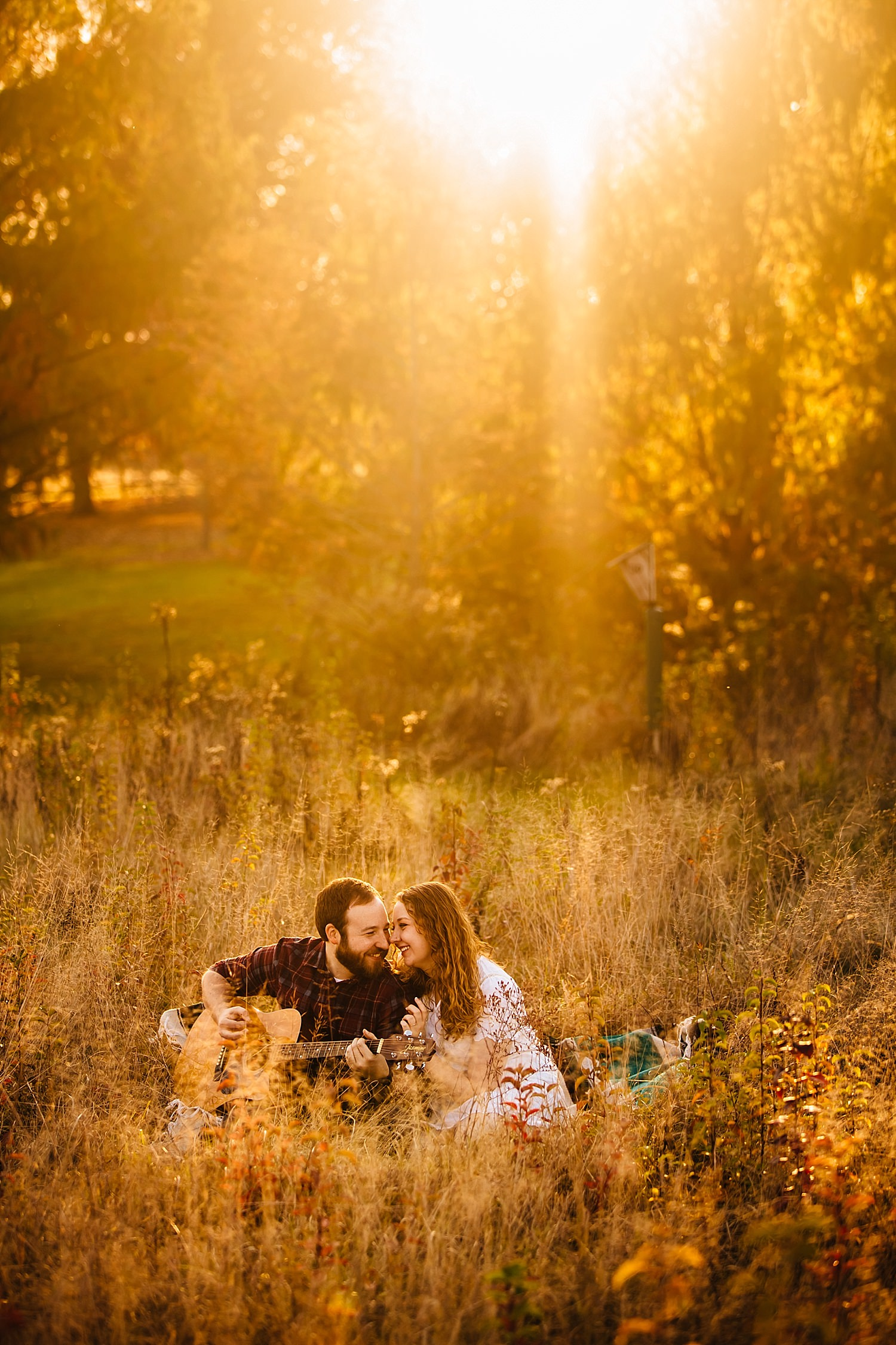 outdoor autumn engagement photos in ohio