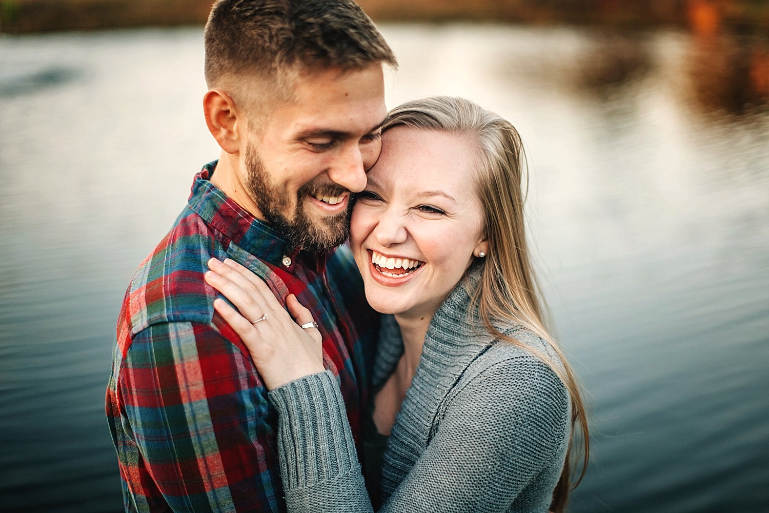 outdoor engagedment photos during golden hour in newark ohio