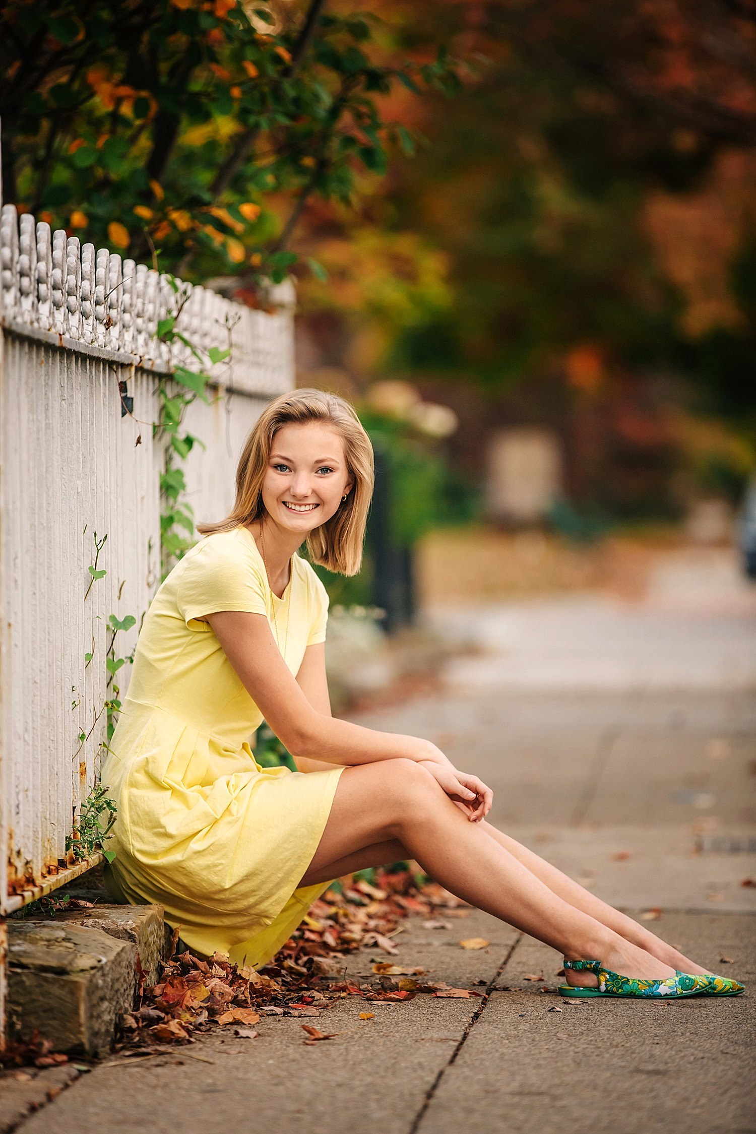 outdoor senior portraits in autumn