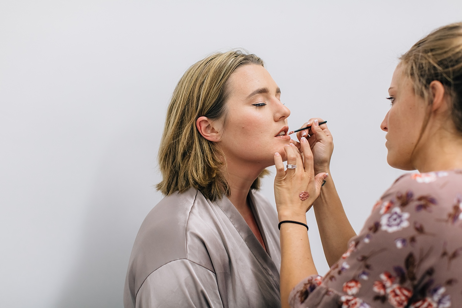 bride putting on lipstick before ceremony