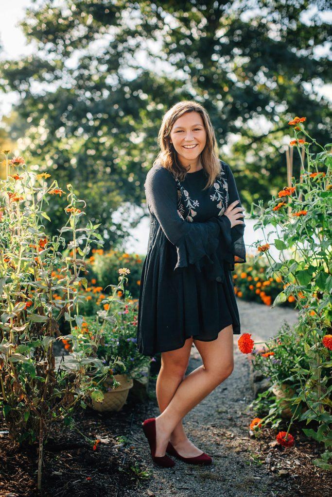 outdoor natural light High school senior portraits at dawes arboretum in heath newark ohio